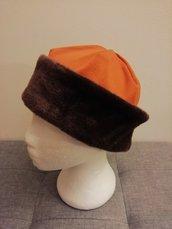 Cappellini con bordo in pelliccia ecologica