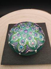 Pietra in gesso verde con disegno mandala