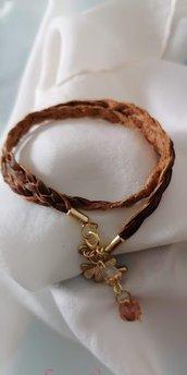 "Bracciale in pelle con charms e perle ""wrapped bracelet"""