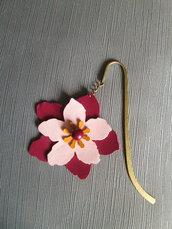 Fiore segnalibro in pelle con perla in avorio vegetale fatto a mano