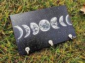 Quadro portachiavi, porta mascherina da parete in legno con il disegno delle fasi lunari