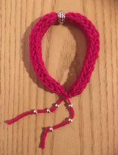 Bracciale in lana con perline