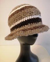 Cappello lana marrone a righe