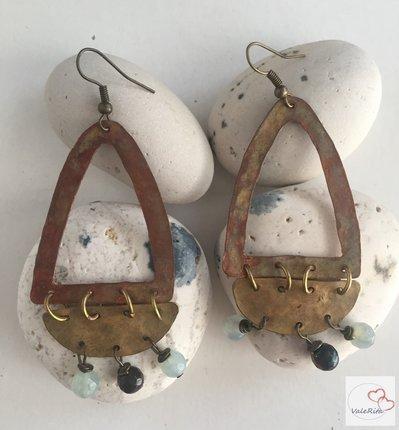 Orecchini fatti a mano in rame e ottone e perline di vetro