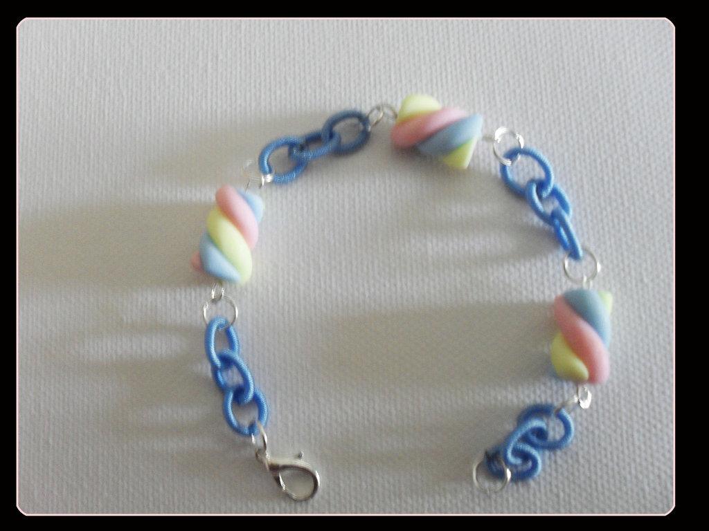 braccialetto azzurro con marshmellow