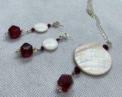 Parure Collana e Orecchini fatti a mano Madreperla e Perle in acrilico  Rosso Rubino