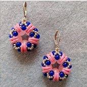 Orecchini piccoli a cerchio rosa e blu