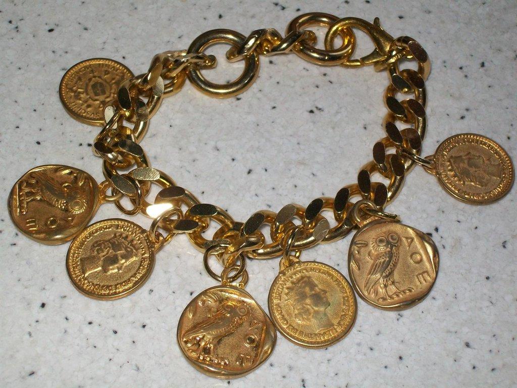 collana + bracciale color oro e charms