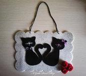 Quadretto/targa in feltro con gattini innamorati