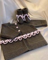 Completo in lana merino per neonata (golfino e scarpine)