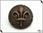 Bottone in metallo - stemma giglio di Firenze, colore ottone invecchiato, attaccatura con gambo