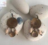 Orecchini pendenti fatti a mano in ottone anticato con perline