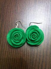orecchini rose verdi con effetti lucenti