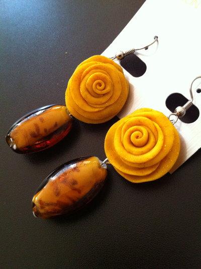 orecchini giallo ocra