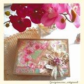 Scatola regalo rettangolare in cartone decorata