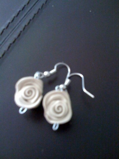 orecchini beige roselline