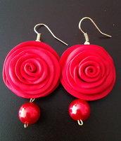 orecchini rossi con perlina