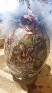 Uovo di Pasqua con violette