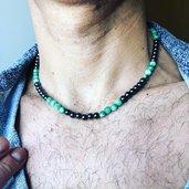 Collana uomo girocollo nera di pietra di ematite e perle di agata verde, stile minimal