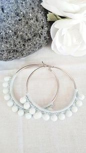 Orecchini a cerchio con perle bianco latte