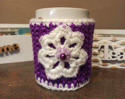 Copritazza viola-bianco con fiore