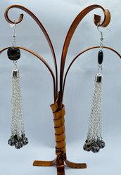 Orecchini pendenti lunghi con multicatenella e sfere nere ricoperte di strass