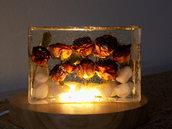Lampada soprammobile  in resina epossidica e legno con led