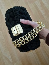 Pochette chic nera e oro uncinetto