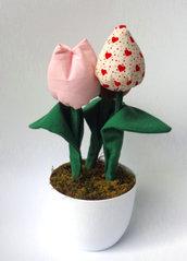 Vaso di tulipani in stoffa imbottiti