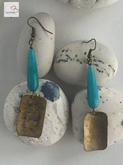 Orecchini in ottone anticato rettangolari concavi con pietre di agata a goccia sfaccettata azzurra