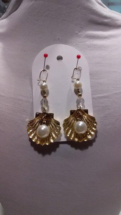 orecchini con conchiglia col. oro