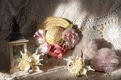 Cappello con fiori- decorazione