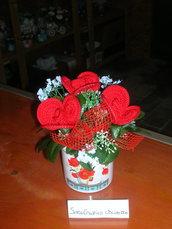 Composizioni fiori realizzati all'uncinetto - Rose rosse