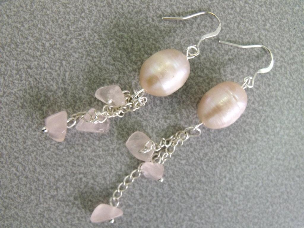 Orecchini perle di fiume e quarzo rosa