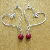 Orecchini wire cuore con pietra rossa