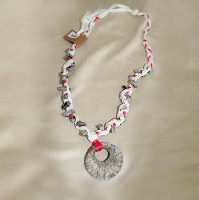 Collana raku fuxia-bianco