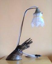 Lampada da tavolo in legno e ferro fatta a mano - Fiamma