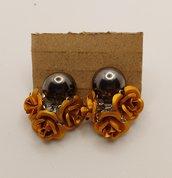 ORECCHINI corti con mazzettino di fiori arancione