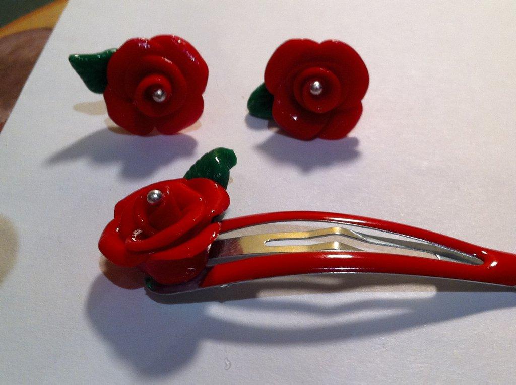 orecchini e spilletta rose