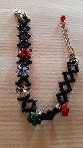 Braccialetto perline nere con fiorellini colorati