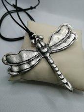 Collana lunga su filo di cotone, con pendente Libellula - Dragonfly
