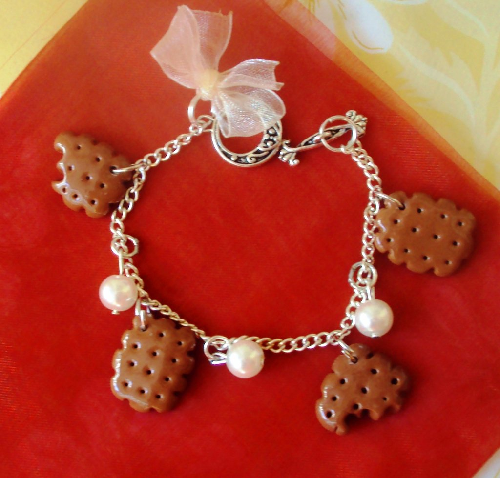 Biscuits Cream charms