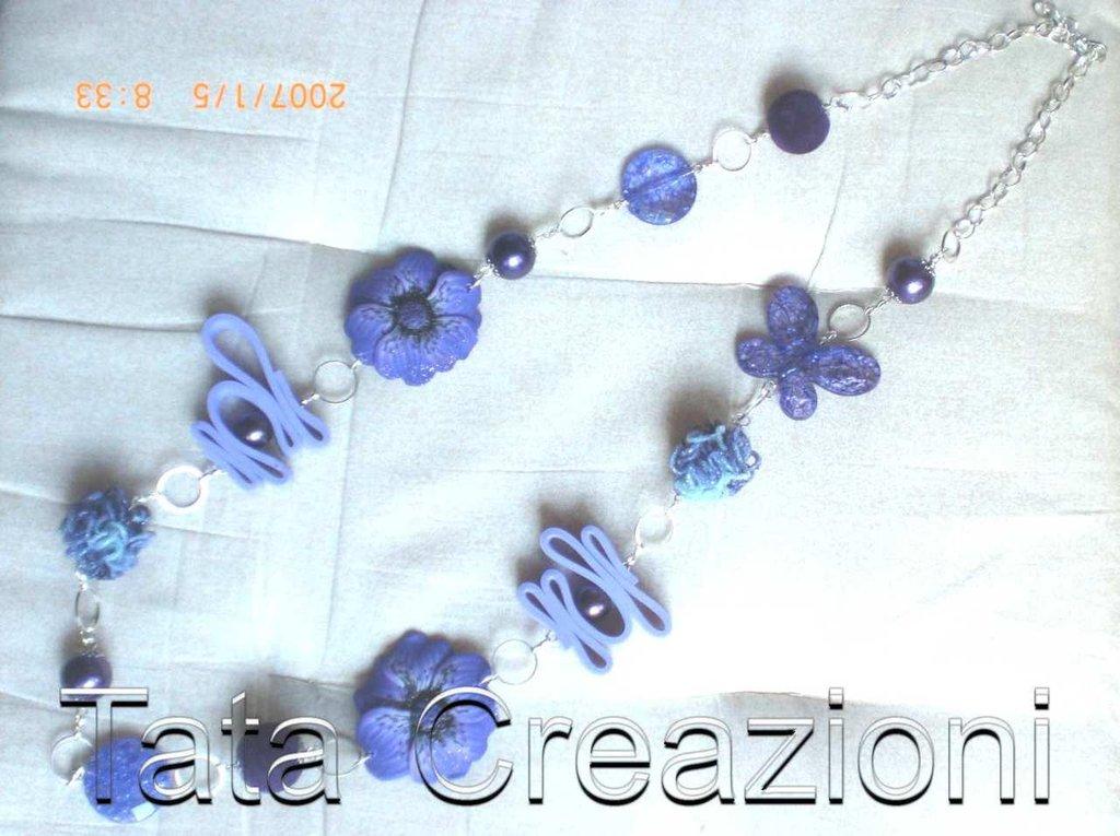 Collana viola con fiori