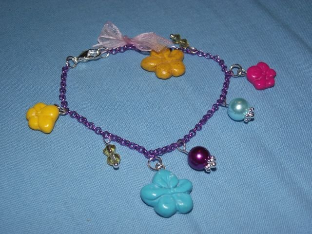 Bracciale con fiorellini e perline