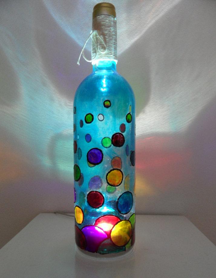 Bottiglia-Lampada dipinta a mano - Per la casa e per te - Arredamen...  su MissHobby
