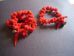 Bracciale rosso in feltro