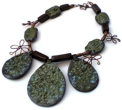 Jungle green stones necklace