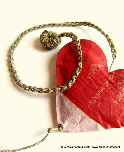 """Segnalibro della collezione """"MESSAGGIO"""" in carta riciclata e filo di puro lino"""