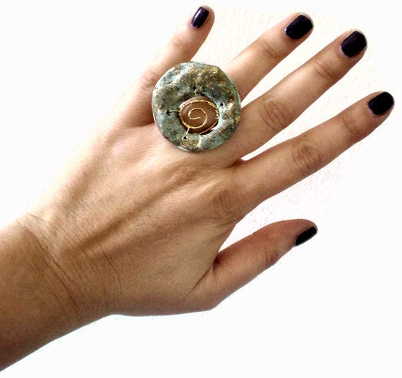 Etnic gold roman ring