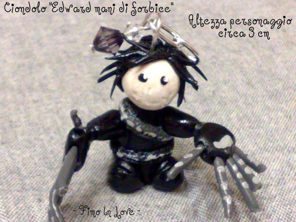 """Ciondolo """"Edward mani di forbice"""""""